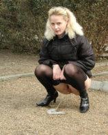 Blondi_Pisserin_02.jpg